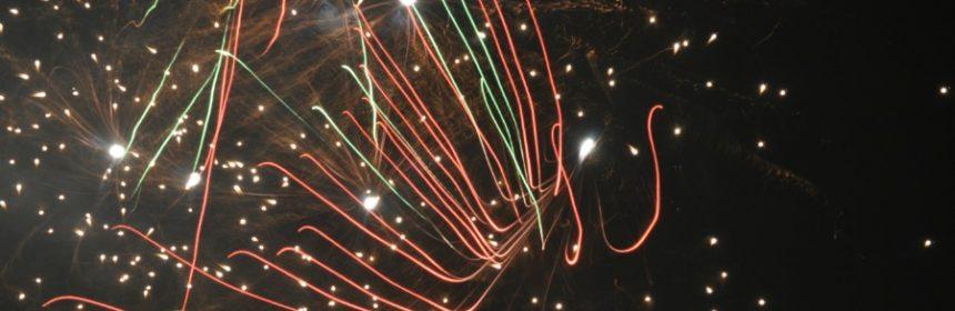 Was macht Feuerwerk farbig?
