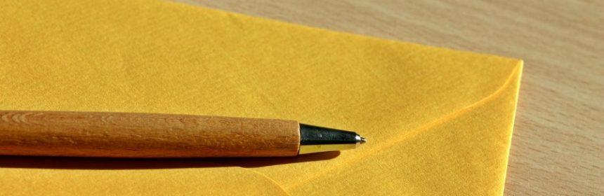 Muss auf einen Brief der Absender drauf?